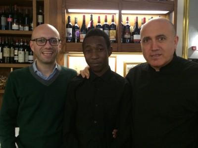 Il sindaco di Trezzano Fabio Bottero, Doauda e Antonio Criscuolo.