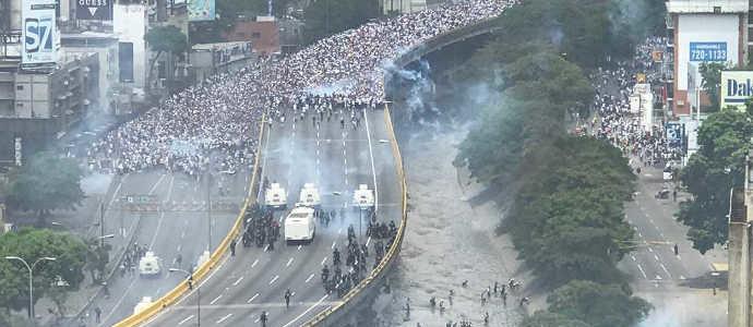 IL MONDO TACE AI CONTINUI MASSACRI IN VENEZUELA