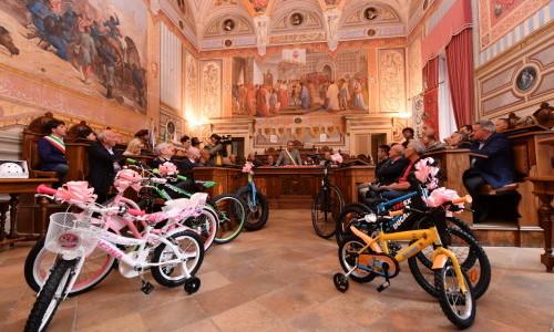 IL GIRO D'ITALIA PER LE POPOLAZIONI COLPITE DAL SISMA