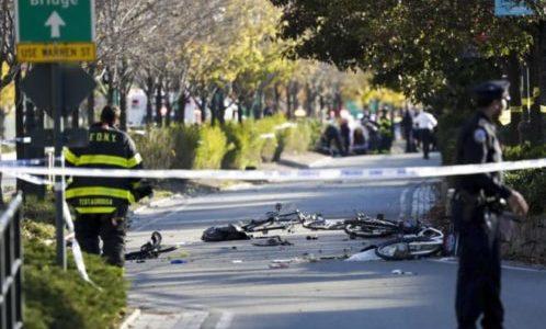 NEW YORK ATTENTATO CON UN FURGONE SU PISTA CICLABILE 8 MORTI