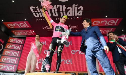 SCHACHMANN VINCE IN FUGA A PRATO NEVOSO YATES DIFENDE LA MAGLIA ROSA DEL GIRO D'ITALIA