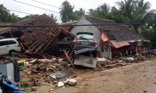TSUNAMI IN INDONESIA OLTRE 200 MORTI