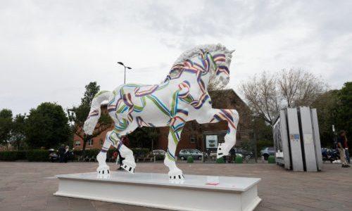 LEONARDO HORSE PROJECT: I CAVALLI DI DESIGN ENTRANO IN CITTÀ