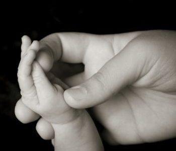 Neonata morta nel Tevere: oggi alle 19.00 alla Parrocchia San Raffaele Arcangelo la cerimonia di commiato della piccola Francesca Romana