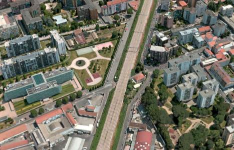 Nuovo marciapiede doppio senso di marcia e semafori la riqualificazione di via Cialdini